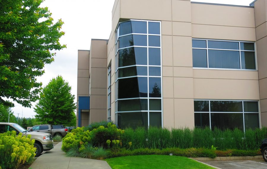 Warehouse with Office Located in Campbell Heights